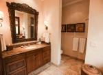 Upper Guest Bath-0004